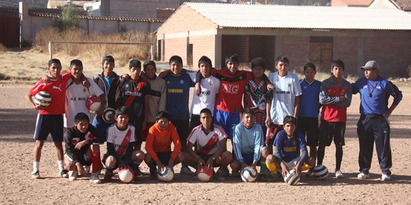 Fussballschule, Gruppe mit neuem Trainer